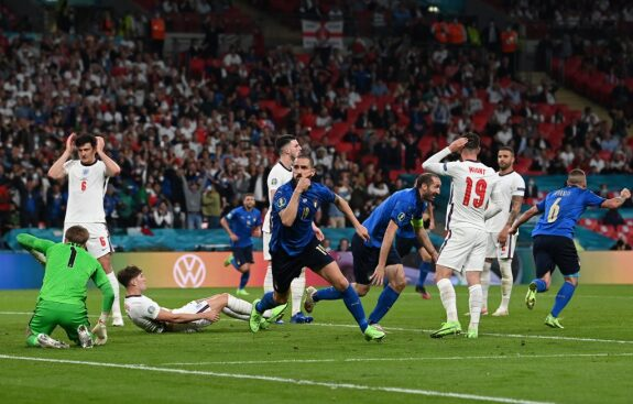 Bonucci equalizing for Italy in the Euro 2020 Final