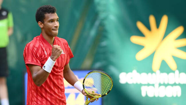 Felix Auger Aliassime showcasing his fists in the ATP-500 Halle Open.