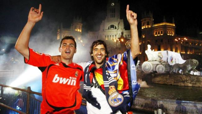 Iker Casillas and Raul Gonzalez celebrating for Real Madrid