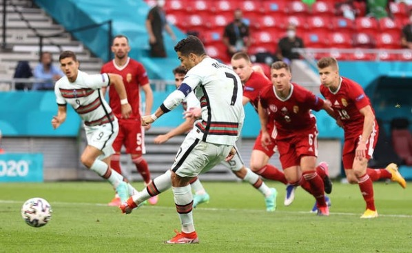 Ronaldo scores from the penalty spot against Hungary