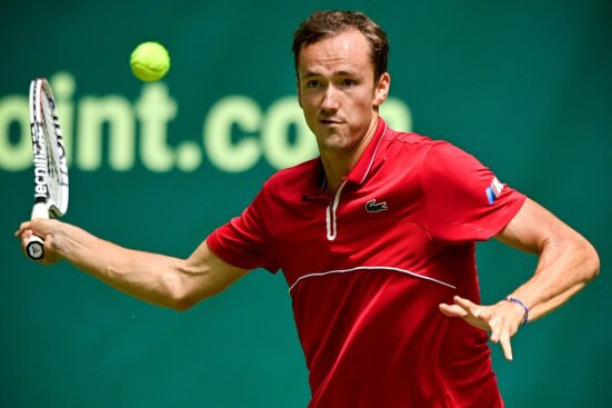 Medvedev hammering a forehand in the ATP-250 Mallorca Open.